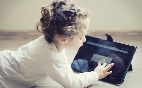 Little girl & IPAD